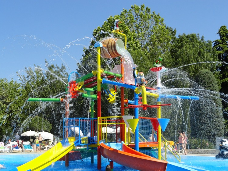pool-2423466_1280